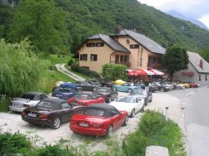 Srečanje avtomobilov poleti leta 2004